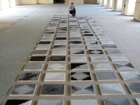 Préparation à l'atelier de l'Hôtel-Dieu par François-Xavier ALEXANDRE de son polyptyque de 100 tableaux destiné au centre culturel de la ville de Baugé (CCRA)