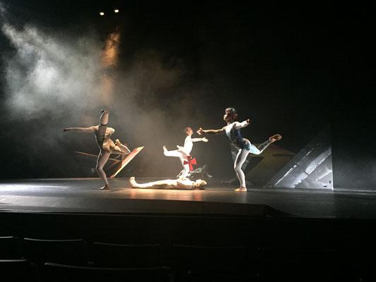 """Scénographie de François-Xavier ALEXANDRE de """"La Boîte à Joujoux"""" de Claude Debussy, création chorégraphique de Robert SWINSTON, directeur du CNDC"""