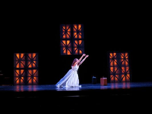 """Scénographie de François-Xavier ALEXANDRE de """"Couleur Femmes"""", création chorégraphique de Clarence MUGNIER au Grand Théâtre d'Angers (2013)"""