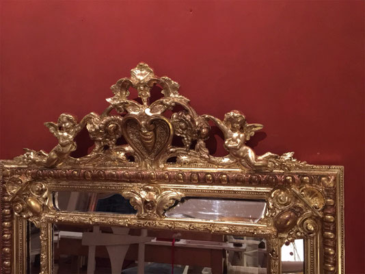 Der fertig restaurierte Barock Spiegel erstrahlt nun wieder in seinem alten Glanz