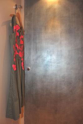 Wandgestaltung mit Silber, Blei und Aluminiumfarben