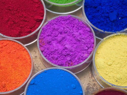 Das Malen mit Pigmenten hat seine ganz besonderen Reize. Die Farben sind leuchtend und lebendig.