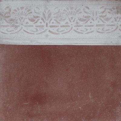 Schablonierte Bordüren und Schmuckleisten wirken kostbar, sei es in Silkattechnik mit Kalkkaseinfarbe, wie hier, oder aber auch in anderen Farben