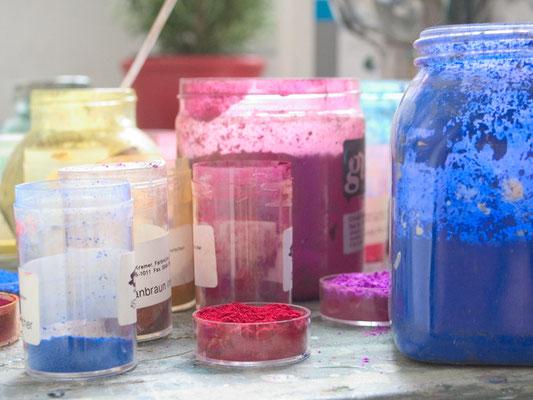 Für viele unserer Maltechniken benutzen wir Pigmente