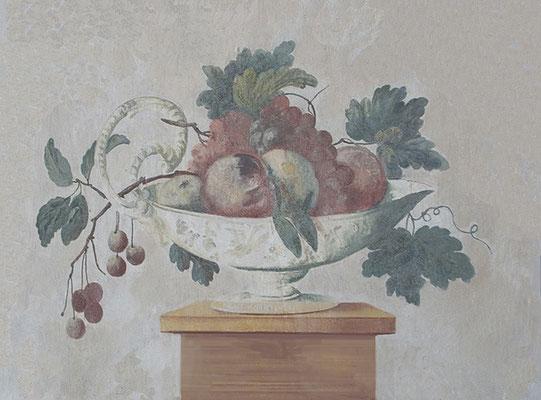 Das Stilleben ist Teil einer Wandmalerei, die an ein altes italienisches Fresko erinnern soll