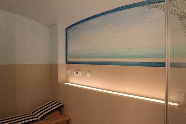 Das gemalte Fenster öffnet den kleinen Entspannungsraum, so dass der Blick schweifen und die Seele baumeln kann