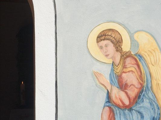 Fertiges Wandbild, Fresko auf der Fassade von einer Kapelle