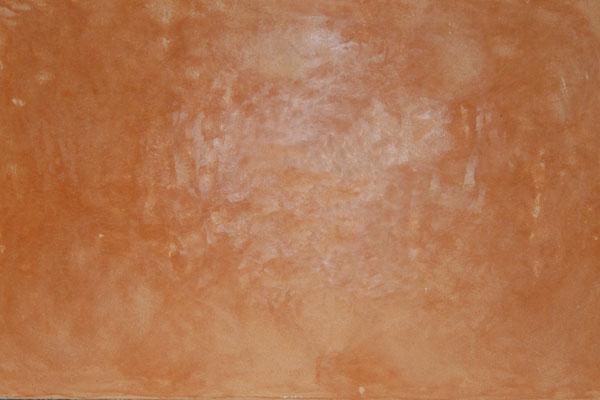 Tadelakt in einem orangenem Erdton