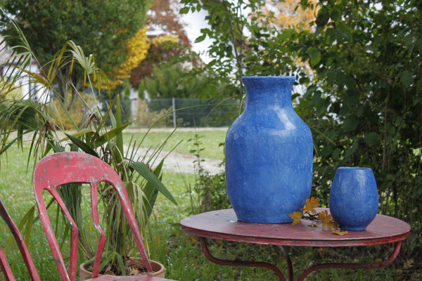 Zwei Keramikvasen mit Tadelaktoberfläche in Ultramarinblau