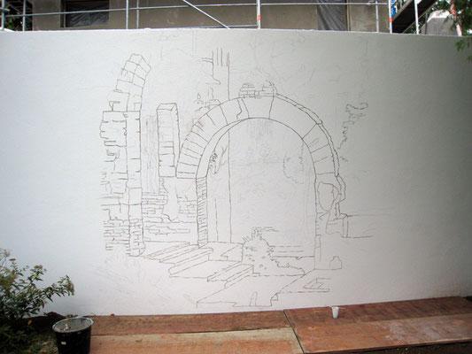 Hier ist die fertige Vorzeichnung für die Illusionsmalerei an der Gartenmauer