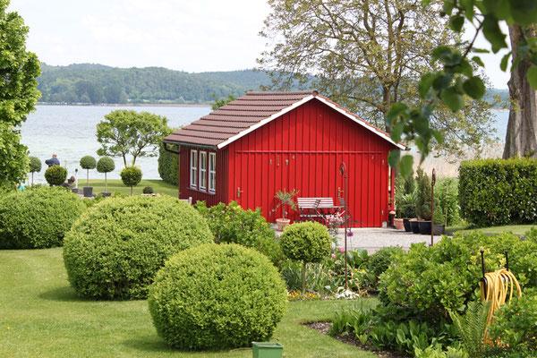 Fassadengestaltung mit Holz in Rot