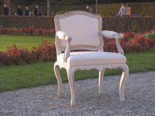 Wir bemalen Ihre Möbelstücke in der alten Kunst des Fassens