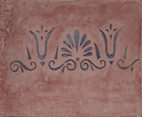 Sgrafitto mit selbstgemachter Schablone in einer Kalkglätte terrakotta Farbe