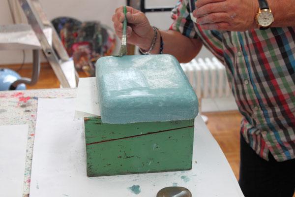 Der Tadelakt wir mit einer Seife bestrichen