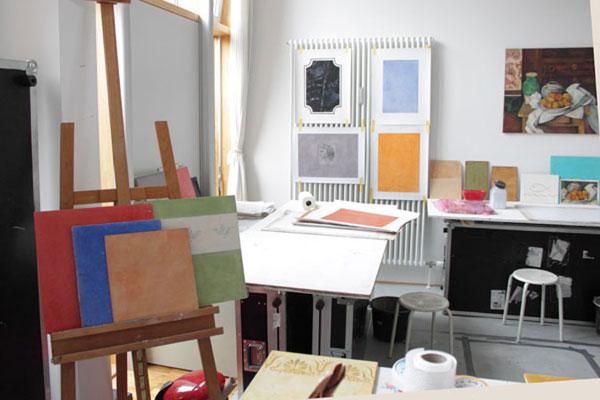Eine große Vielzahl von Musterplatten zeigen die unterschiedlichen Möglichkeiten der Wandgestaltung auf