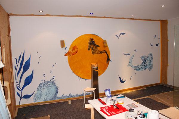 Das Wandbild wird farbig angelegt von Aliabn Cesár