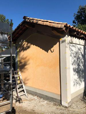 Farbige Fassadengestaltung im Italienischen Stil