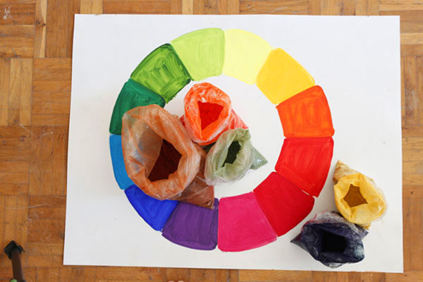 Lernen Sie das Mischen von bestimmten Farbtönen mit dem Farbkreis und Pigmenten