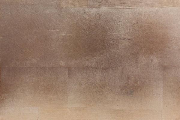 Eine goldene Wandgestaltung kann viele Töne und Strukturen haben