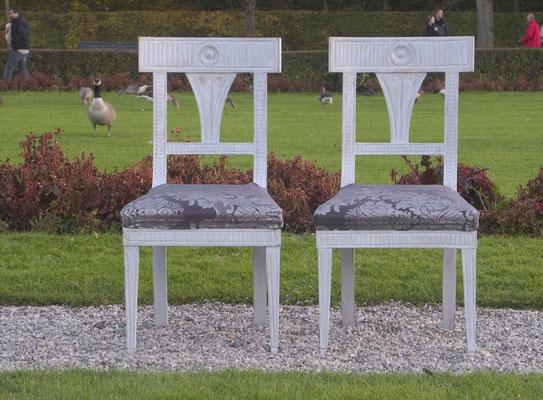 Bezaubernde Empire Stühle antik weiß gestrischen. 100% ökologisch und lösmittelfrei