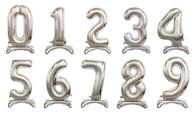 Цифры фольгированные серебро на подставке выс. 70 см 180 р.