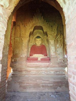 Dhyana Mudra, die Meditationsgeste. Der Meditierende ist im Ruhezustand und die materielle Welt ist ihm gleichgültig.