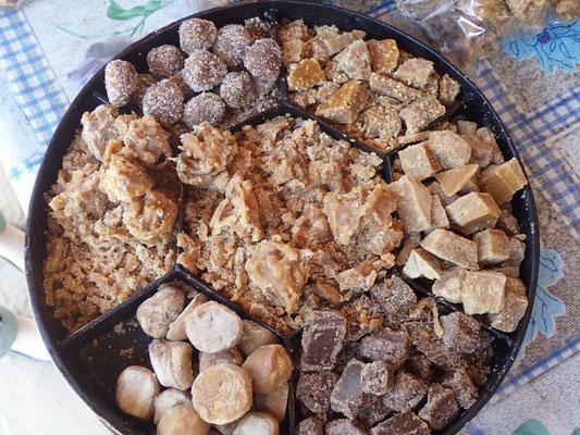 .... und verschiedene Süßigkeiten made of Palm Sugar zu probieren. Und zu kaufen am besten. Das war mir aber alles viel zu süß.