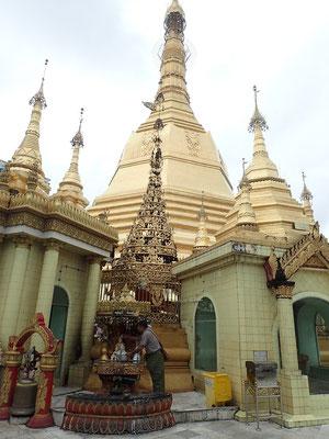 Sule Pagoda, mitten in der Stadt