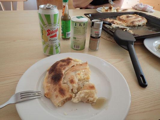 Nach dem anstrengenden Tag (fast 7 Stunden unterwegs) gab es hausgemachte kroatische Pita (yummy)