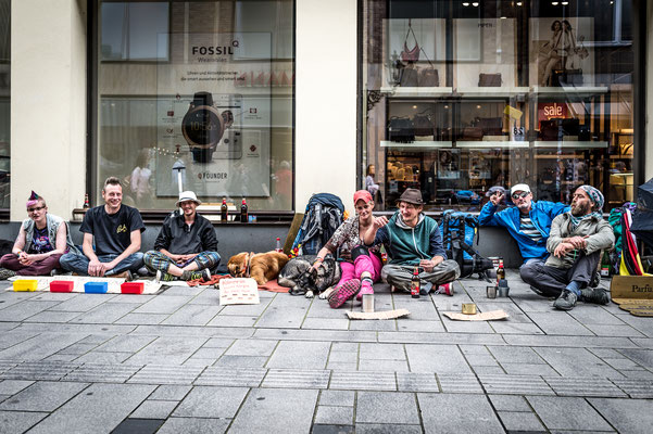 """#25 """"What the hell are you doing on this planet?""""  Natalie, Daniel, Sascha, Nici, Scherbe, Robert, Ingo and the three dogs: """"We beautify the cityscape!"""""""
