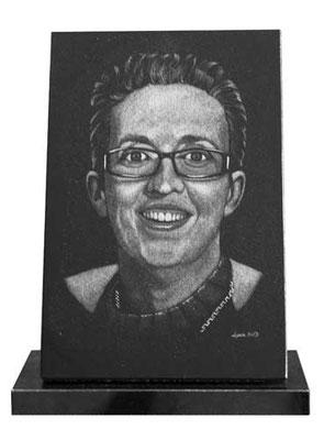 Portrait gravé sur plaque funéraire