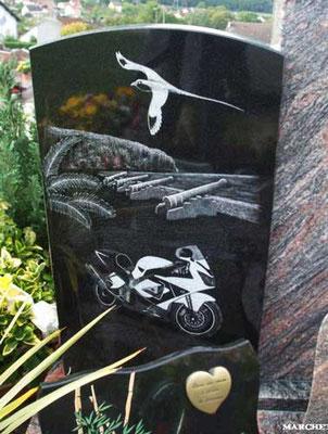 Paysage gravé sur granit noir