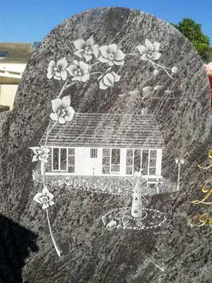 Maison gravée sur stèle funéraire