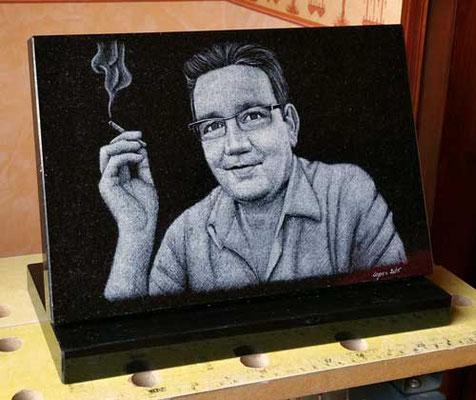 Portrait gravé sur plaque noire
