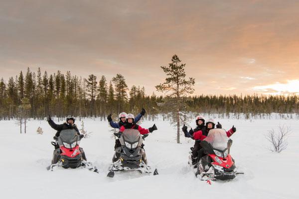 in Lappland Schneemobil fahren