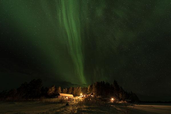 geniale Polarlichter über der Lapplands Drag Farm