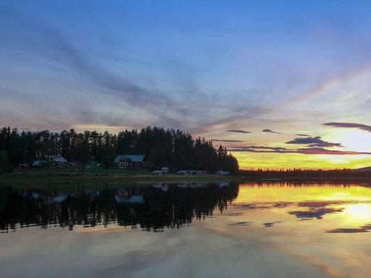 Lapplands Drag Huskyfarm bei Sonnenuntergang