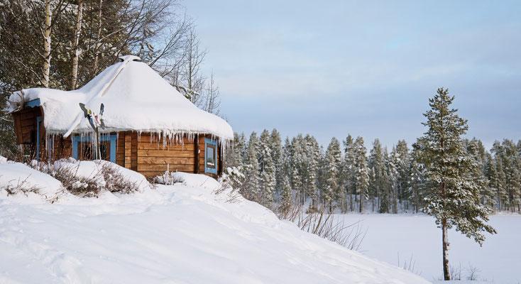 Eine typisch lappländische Grillhütte im Winterurlaub erleben