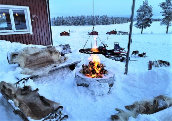 Schwedisches Mittagessen am Feuer