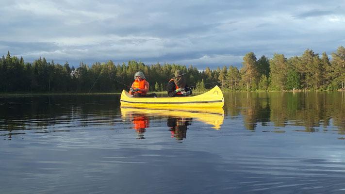 Mit dem Kanu unterwegs in Lappland