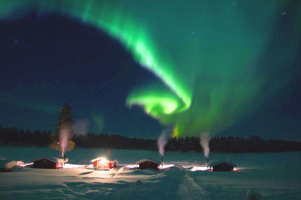Polarlichter über derLapplands Drag Huskyfarm