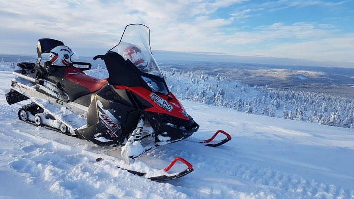 Schneemobiltouren  im schwedischen Winter