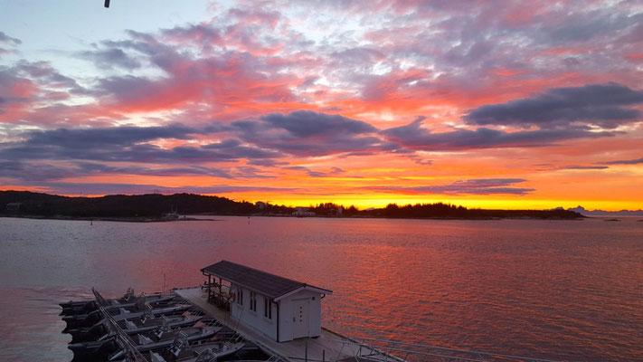 Sonnenuntergang in Norwegen und die Boote