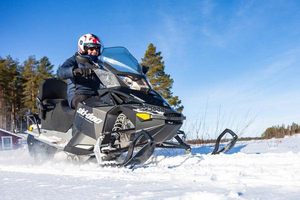 Schneemobiltour in Lappland erleben