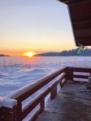 Ausblick aus unserer Gästehütte auf unserer Huskyfarm / Lapplands Drag
