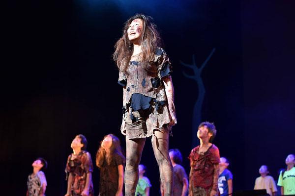 大きな舞台で自己表現力を養います。自分の意見を言うことができる子ども達の心を育てています。