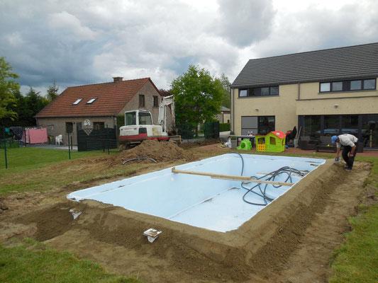 Le montage d 39 une piscine en kit mattimmo - Sable silice n 20 piscine ...