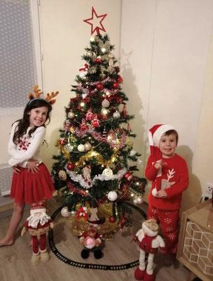Le 10 décembre : Elena - Poussinette - avec son petit frère