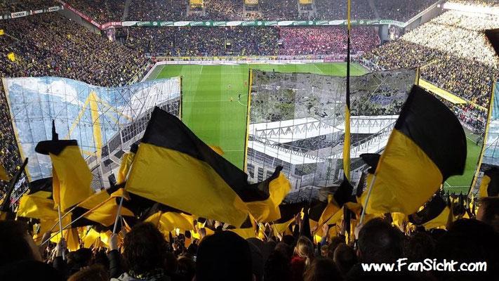 Choreographie der Fans von Borussia Dortmund. Foto: Matthias Pap (via Facebook).