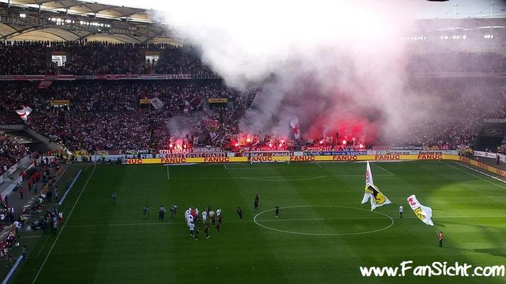 Pyro-Aktion der Fans vom VfB Stuttgart. Foto: Roher Holzmann (via Facebook).